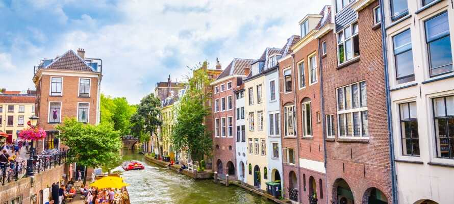 Dra på ferie og overnatt ved universitetsbyen Utrecht som ligger under 15 minutter med bil fra hotellet.