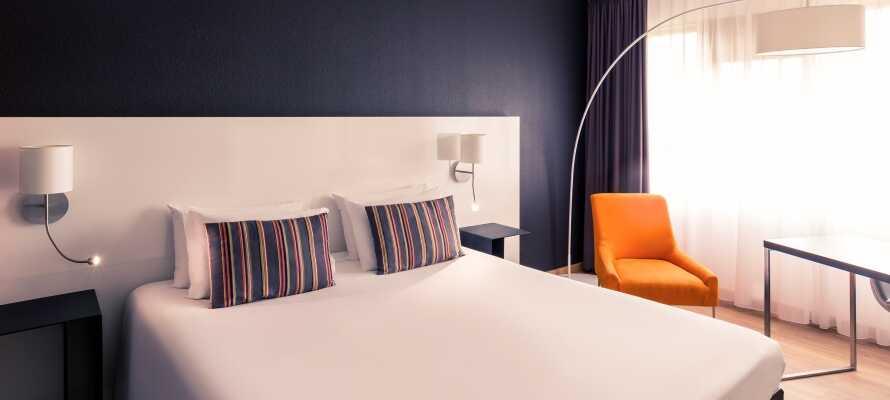 Hotellets rum har alla bekvämligheter som kan förväntas av ett 4-stjärnigt hotell och rummen är modernt inredda.