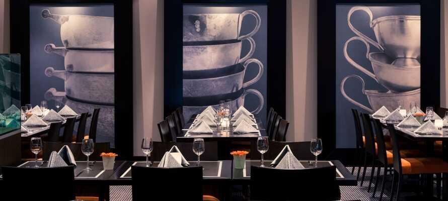 I hotellets Restaurant Zilver serveres både morgenmad, frokost og aftensmad.