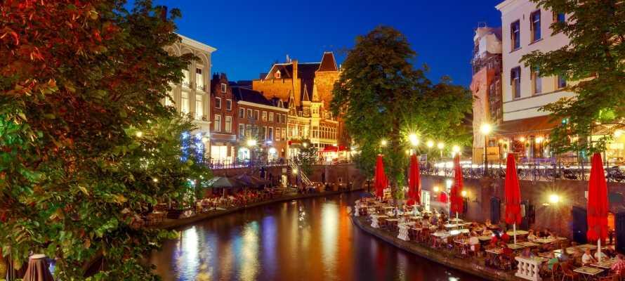 I Utrecht er det mange shoppingmuligheter og aktiviteter samt et livlig natteliv.