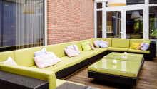 Slap af i de bløde sofaer og planlæg dagens udflugter.