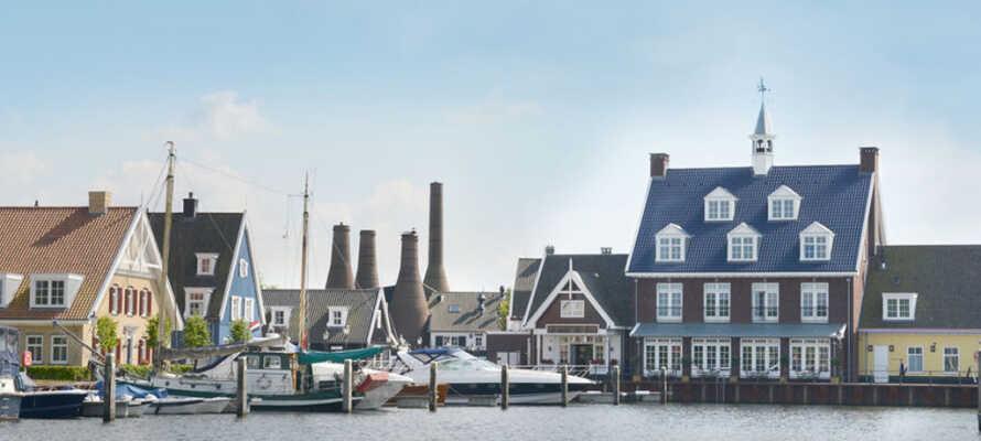 Här bor ni på ett charmigt hotell med ett unikt läge precis vid hamnen i Huizen.