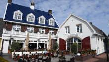 Besøg hotellets hyggelige vinbar RIVA, hvor der er over 100 forskellige vine at vælge imellem.