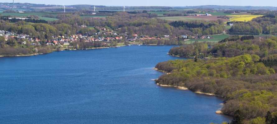 In und um Silkeborg gibt es viel Natur. Fahren Sie zum Beispiel vom Kanucentrum auf der Gudenå in Silkeborg.