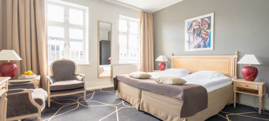 Hotellets flotte dobbeltrom tilbyr et høyt komfortnivå med Smart-TV og behagelige senger