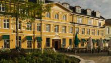 Hotel Dania har en central beliggenhed midt på torvet i Silkeborg centrum