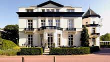 Det 4-stjernes hotellet kan by på innendørs basseng og sauna.