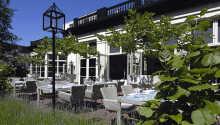När vädret tillåter kan ni slappna av på hotellets terrass med en bra bok eller en god drink.