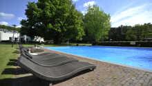 Schwimmen Sie eine Runde in einem der Swimmingpools des Hotels