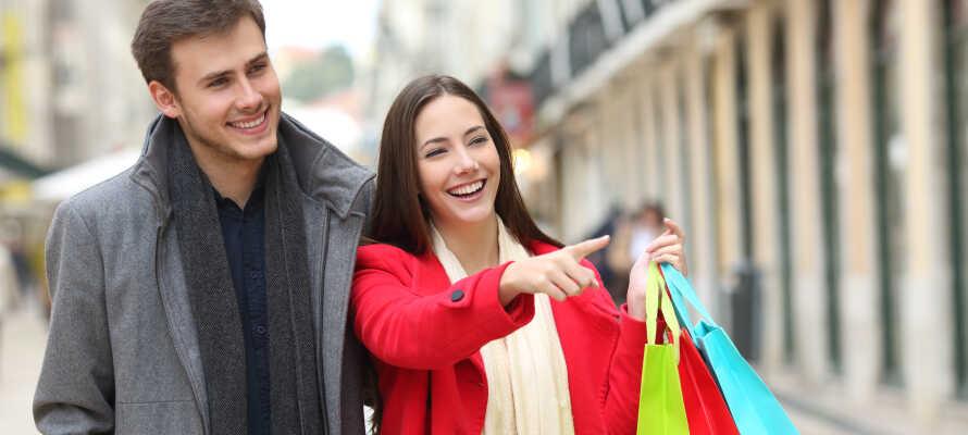 Der findes mange gode shoppingmuligheder i Haag og lige ved siden af hotellet ligger et stort shoppingcenter