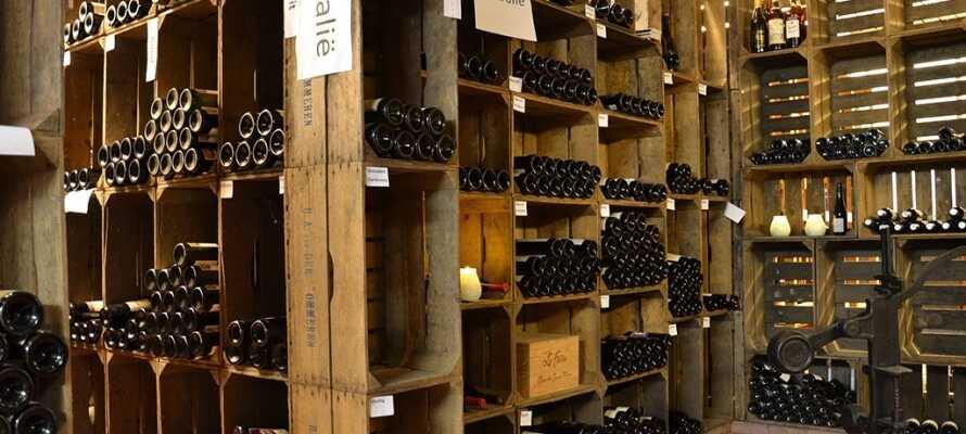 Hotellets vinkælder byder på et stort udvalg af vine, der passer til maden