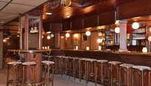 Hotellets restaurant har en varieret vinkælder med gode årgange, velegnet til de retter, der serveres i restauranten.