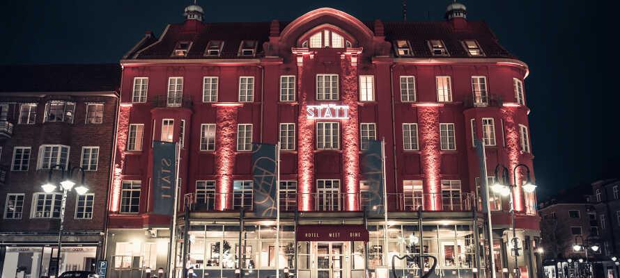 Hotellet har en sentral beliggenhet i den sjarmerende svenske stasjonsbyen Hässleholm.