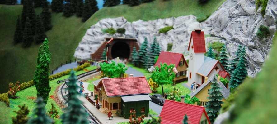 Besök stadens omfattande leksaksmuseum som bjuder på allt som sprider glädje bland barn.