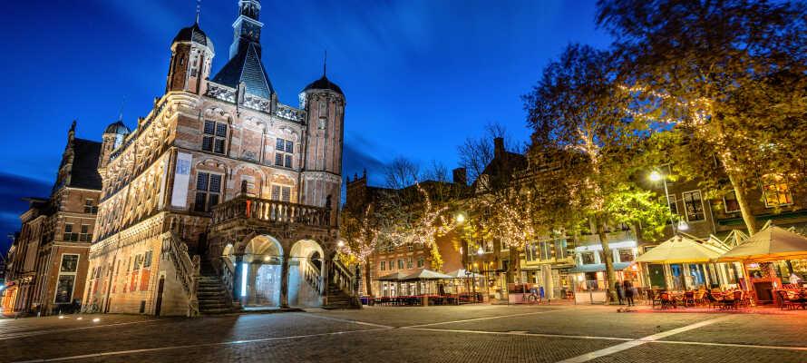 Gå en tur gennem Deventers historiske centrum, som bestemt ikke bliver mindre smukt og stemningsfuldt om aftenen.