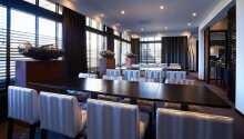 Hotellets restaurang erbjuder fantastisk fransk mat och serverar utsökta viner.