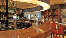 Hotellets bar där ni kan avnjuta drinkar och lättare snacks.