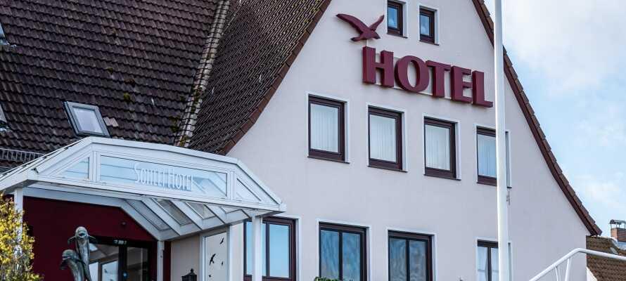 Das Hotel liegt nahe an der Schlei in der norddeutschen Stadt Kappeln und bietet eine gemütliche und entspannte Atmosphäre.