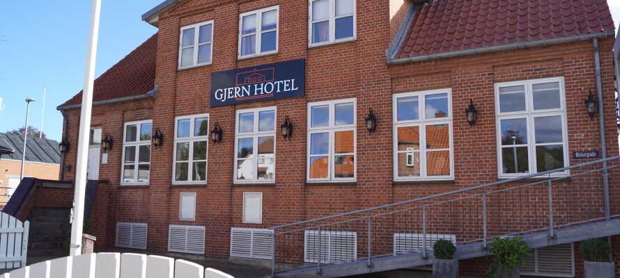 Det charmerende Gjern Hotel ligger skønt i hjertet af landsbyen, Gjern, blot 15 km. fra Silkeborg