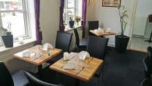 Hotellets restaurant byder på hjemmelavede danske retter.