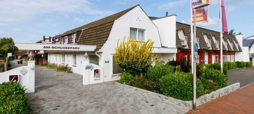 Det 4-stjernede Hotel am Schlosspark ligger i rolige omgivelser, men samtidig tæt på centrum i Husum.