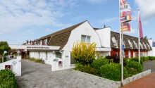 Velkommen til Hotel am Schlosspark Husum, som ligger roligt, men samtidig tæt på centrum i den hyggelige havneby.