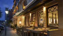 Hotellet har en rolig og sentral plassering, rett ved den lille havnen.