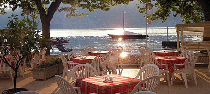 På Hotel Santa Maria kan ni njuta av sol, värme, samt god mat och dryck ute på terrassen.