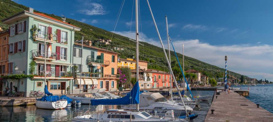Brenzone ligger på østsiden av den 12 km lange Gardasjøen og har rundt 2400 innbyggere.