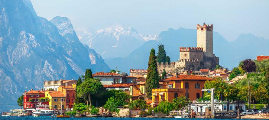Middelalderbyen Malcesine er en lille perle og ligger helt fantastisk i det imponerende landskab.