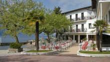 Hotel Santa Maria ligger få meter fra strande og er omgivet af en dejlig park.