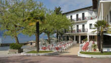 Hotel Santa Maria ligger endast ett stenkast från stranden och är omgiven av en grönskande park.