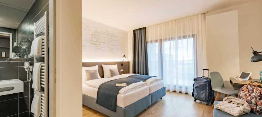 Hotellets flotte og moderne værelser tilbyder yderst behagelige rammer for opholdet på et 4-stjernet komfortniveau