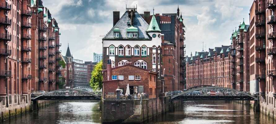 Stadsdelen Speicherstadt är ett gammalt lagerhuskomplex som numera är UNESCO-listat och inte ligger långt från hotellet