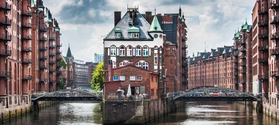 Besøg det UNESCO-listede varehuskvarter, Speicherstadt, i kort afstand fra hotellet