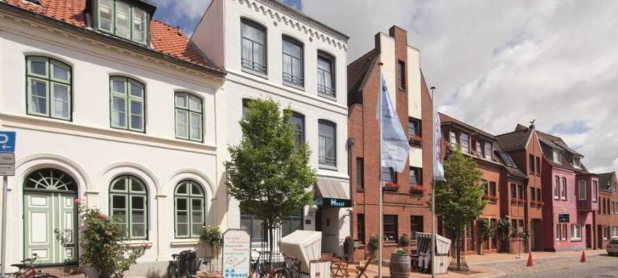 Das Hotel liegt ganz zentral im Herzen der deutschen Hafenstadt Husum.