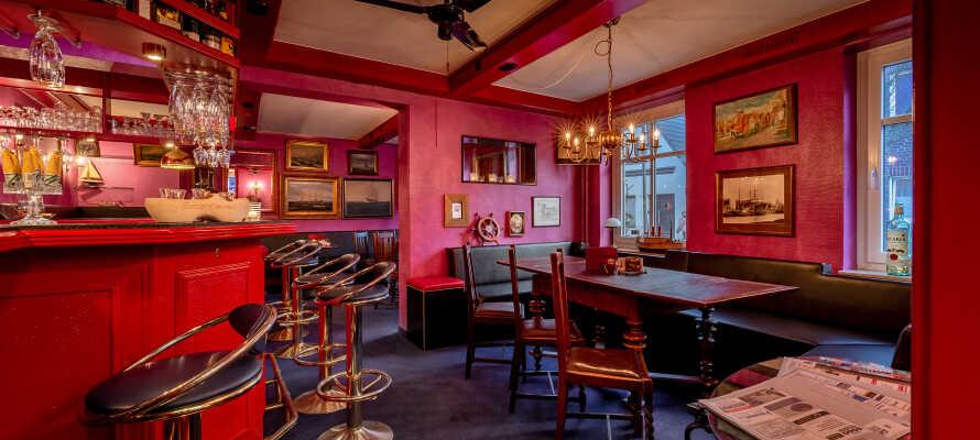 Om aftenen kan I runde en spændende dag af med en snak og en drink i den hyggelige hotelbar