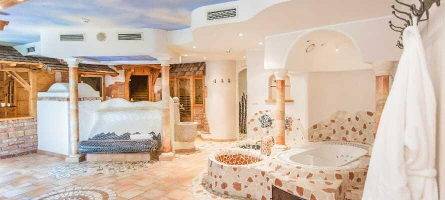 Hotellet har spa och bastu, perfekt för avslappning efter en lång dag.