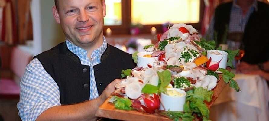 I restaurangen serveras lokala rätter med österrikisk charm.