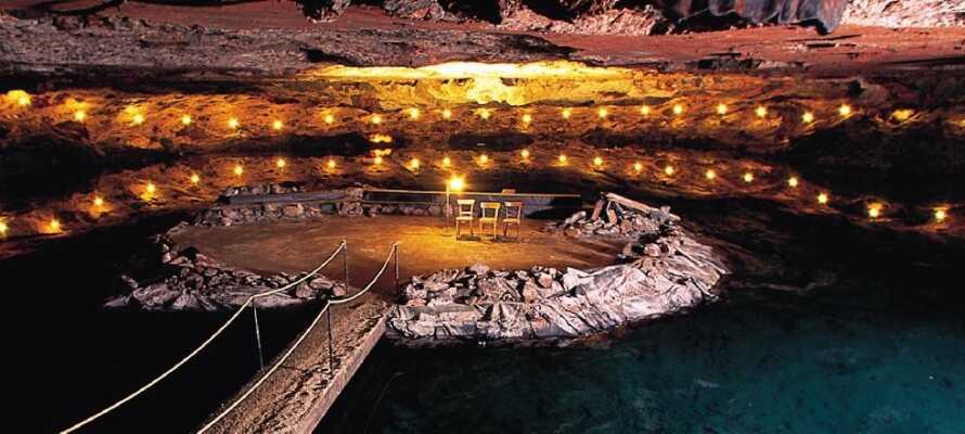 Inde i saltbjerget Dürrnberg kan I opleve at sejle på en saltsø, race i skinnevogne og meget mere.