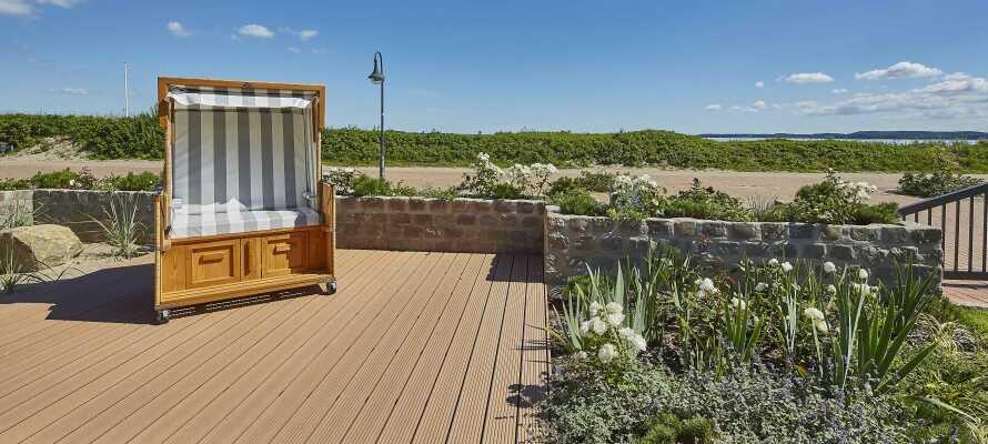 Das Hotel verfügt über einen eigenen Garten und bietet einen ruhigen Ausgangspunkt für einen erholsamen Urlaub direkt am Strand.