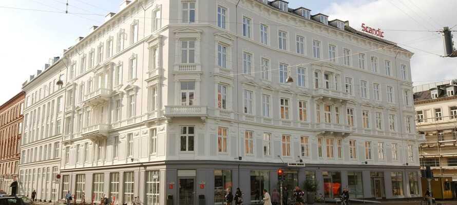 Hotellets centrale placering gør, at I er tæt på alle byens attraktioner og seværdigheder.