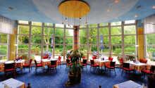 Hotellets restaurant tilbyr både frokost og middag