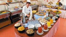 Starta dagen på bästa sätt, med att njuta av en läcker frukostbuffé.
