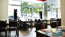 Start dagen med en dejlig omgang morgenmad i den hyggelige morgenmadsrestaurant.