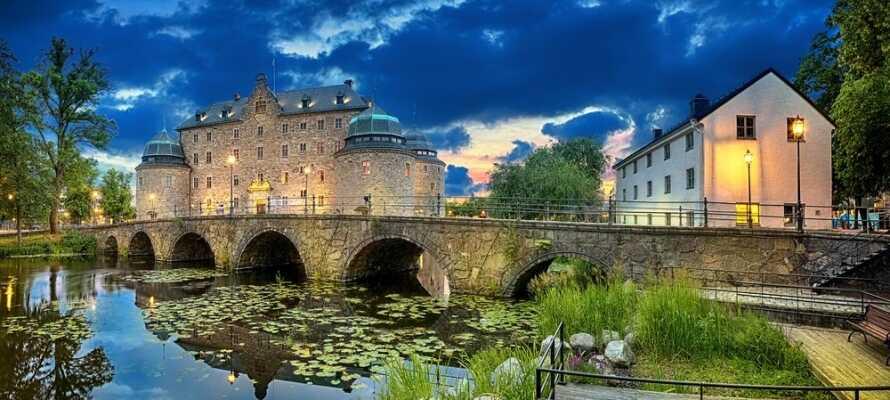 Örebro ligger 20 minutters kjøretur fra hotellet og et besøk på slottet er en opplevelse som ånder av historie.