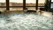 Med både sauna og boblebad er der god mulighed for at slappe af og nyde ferien.
