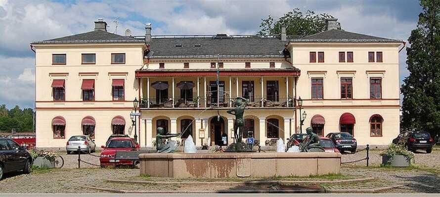 Bestill en hotellpakke med halvpensjon og bo i historiske og naturskjønne omgivelser på Lindesbergs Stadshotell
