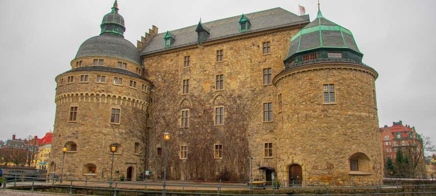 Besøk Örebro hvor dere bl.a. kan se det historiske slottet, shoppe og slappe av i byparken