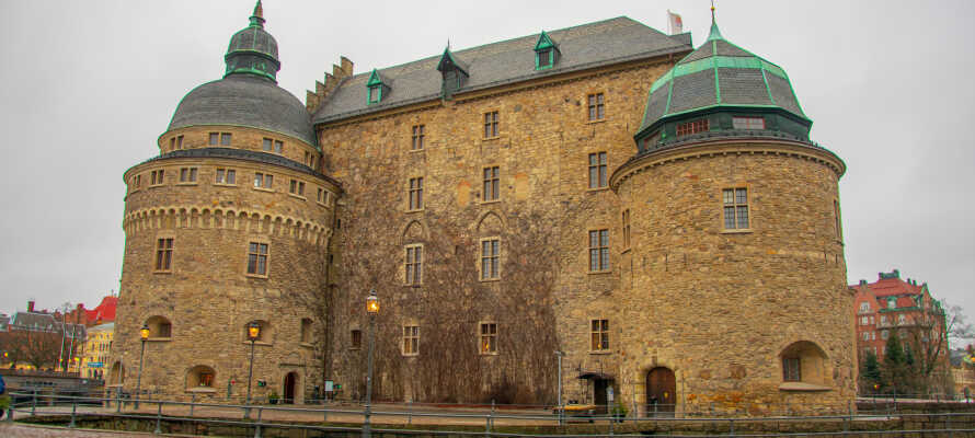Besøg Örebro hvor I bl.a. kan se det historiske slot, shoppe og slappe af i byparken